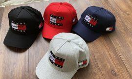 כובעים של TOMMY HILFIGER