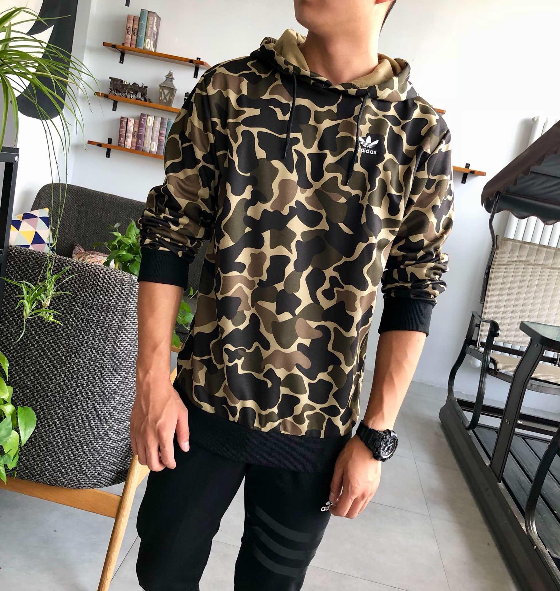 חולצה של ADIDAS